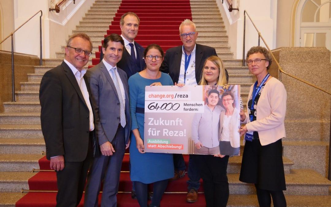"""Petitionsausschussvorsitzende hilft Geflüchteten in den """"Mühlen der Verwaltung"""""""
